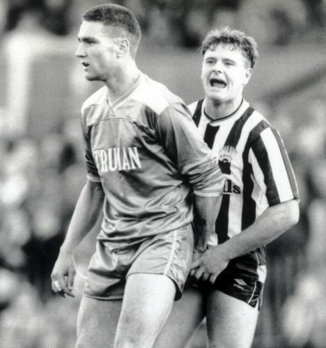 Vinnie Jones grabs Gazza's balls