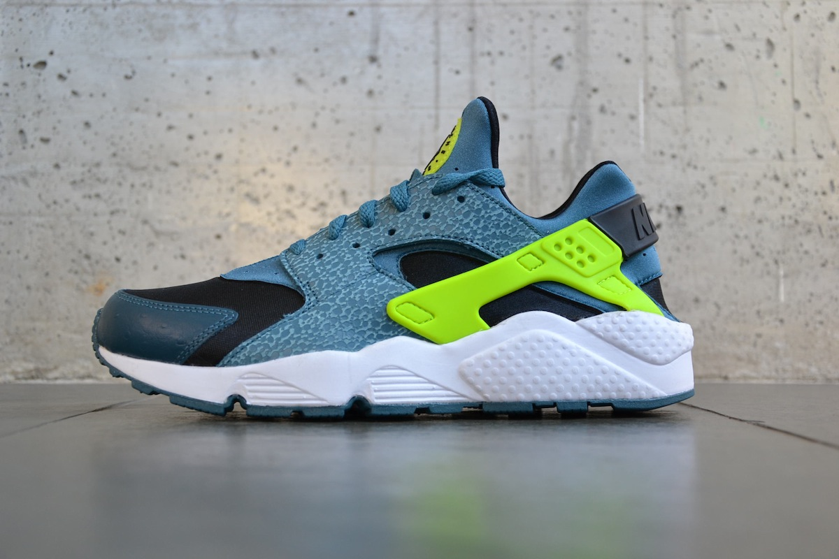 nike huaraches black and blue